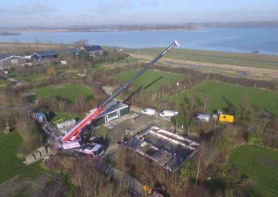 Drone foto telescoopkraan in natuurrijke omgeving